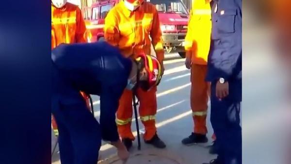 Çin'de şoke olan olay! Rögar kuyusunda 3 gün mahsur kalan temizlik işçisi böyle kurtarıldı