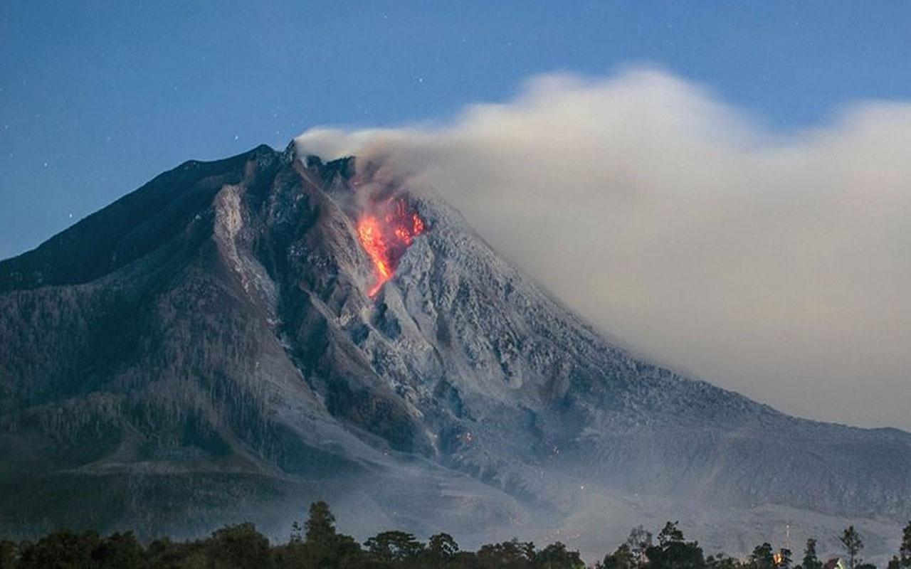 """Endonezya'da Ili Lewotolok Yanardağı için """"turuncu"""" alarm verildi"""