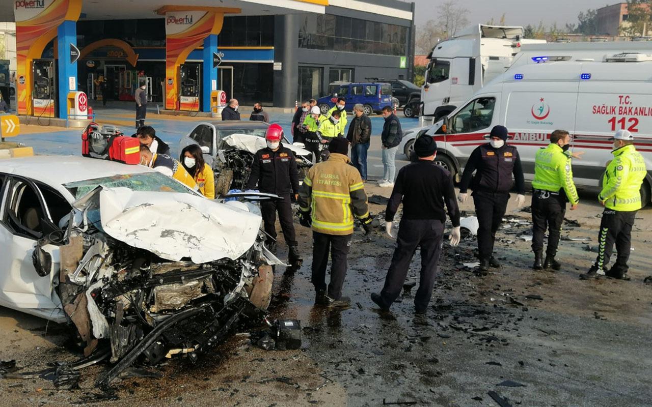 Bursa-Ankara kara yolunda iki otomobil çarpıştı! 1'i çocuk 2 ölü, 3 yaralı var