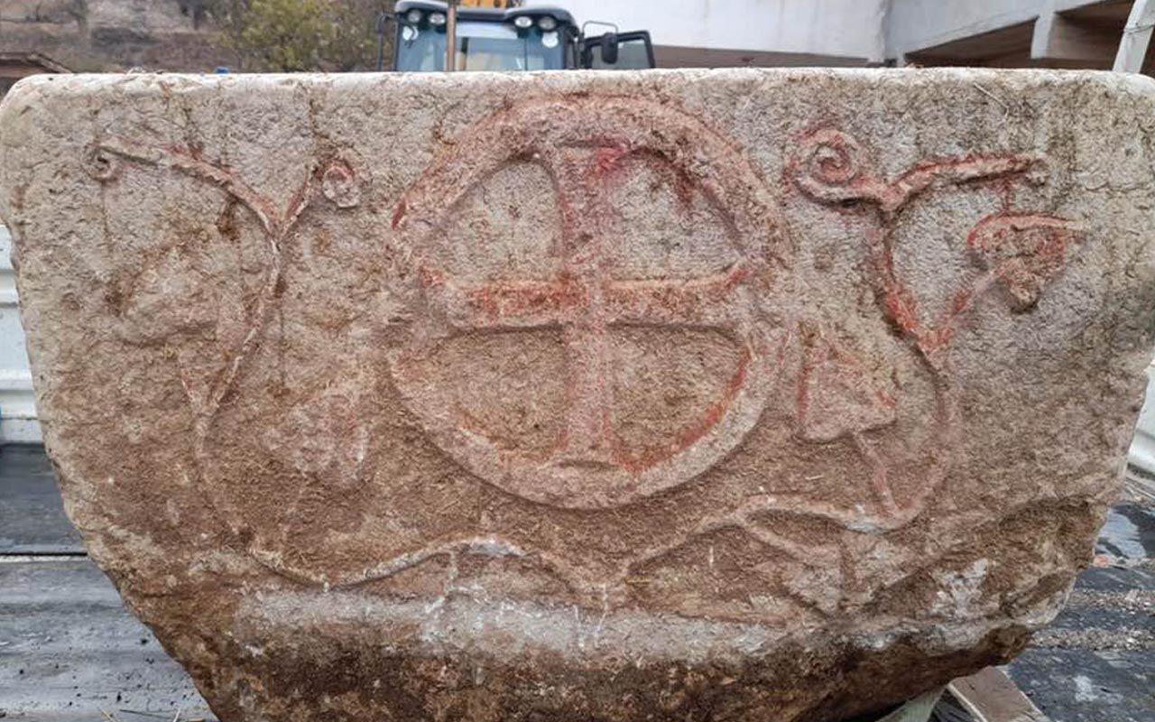 Çorumlu çiftçi bulup yalak yaptı '1200 yıllık taş vaftiz' gerçeğini öğrenince satmaya çalıştı
