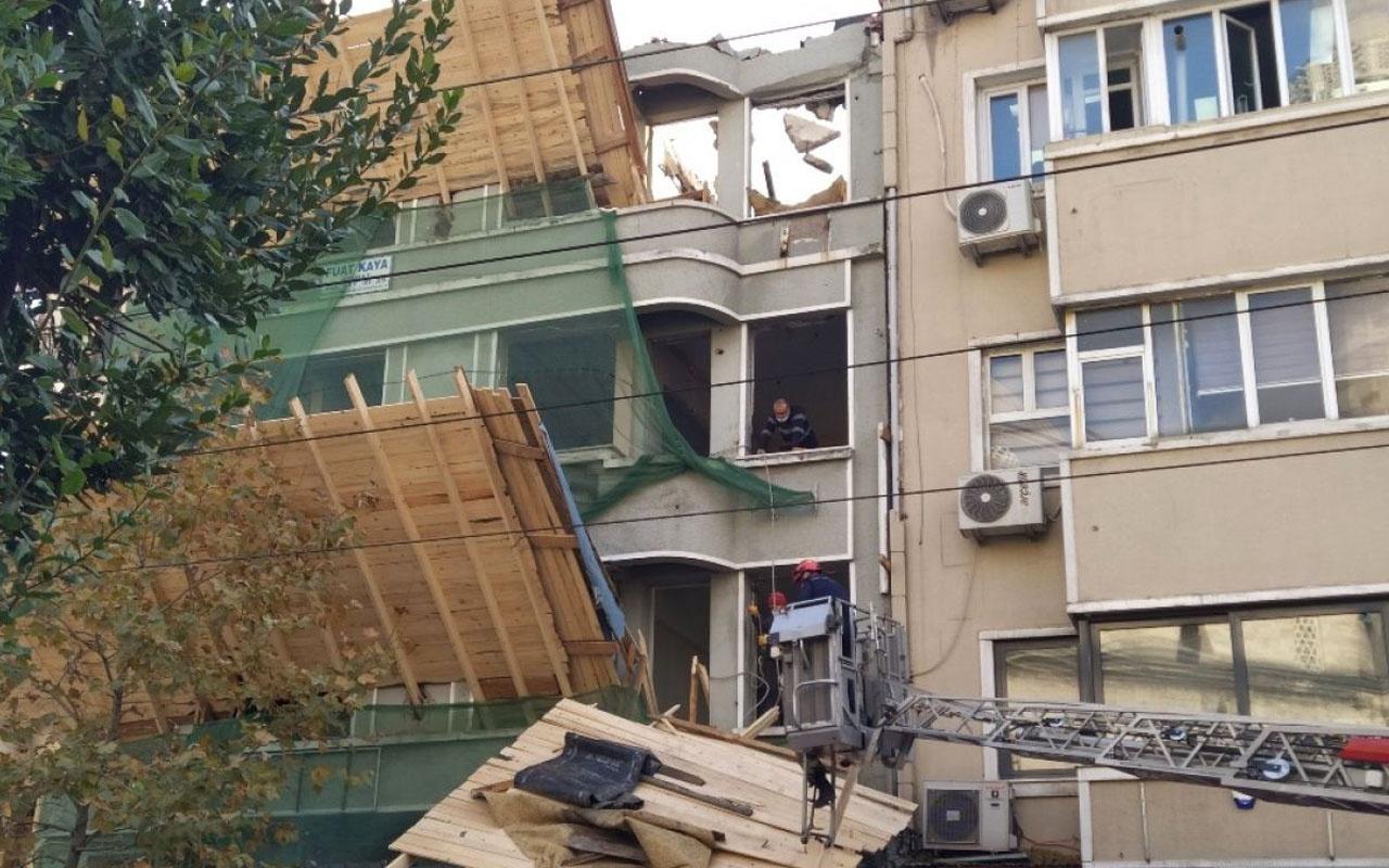 Fatih'te inşaat iskelesi tramvay yoluna düştü