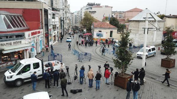 İstiklal Caddesi'nde 7000 kişi kuralı başladı! Yapıştırılan stickerler ile caddeye gelenler yönlendiriliyor