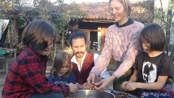 Dünyanın öbür ucundan Çanakkale'nin köyüne yerleştiler! Sebebi ise bakın ne