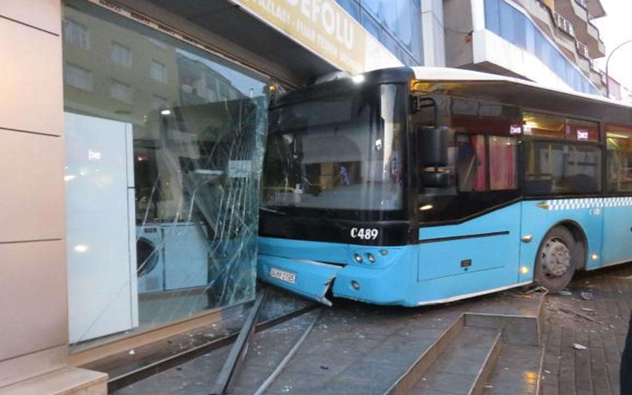 Ümraniye'de feci kaza! Özel halk otobüsü iş yerine girdi