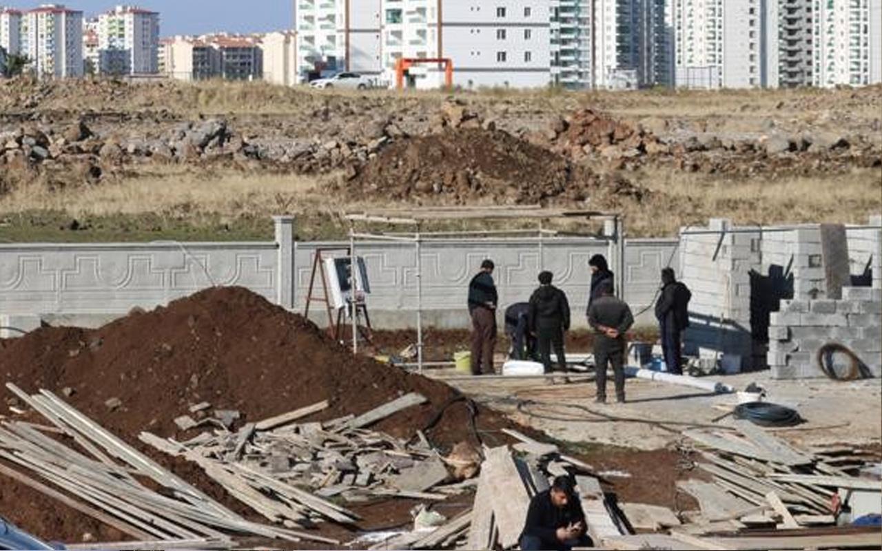 Diyarbakır'da feci olay! Kısıtlamada çalışırken beton blok altında kaldılar