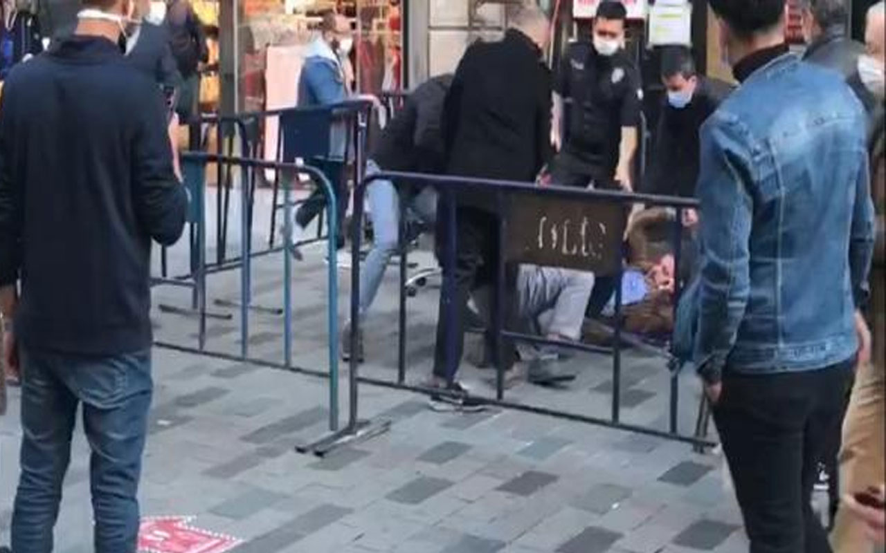 """İstiklal Caddesi'nde tekme tokat sosyal mesafe kavgası """"Bir şeye kafam bozuktu"""""""