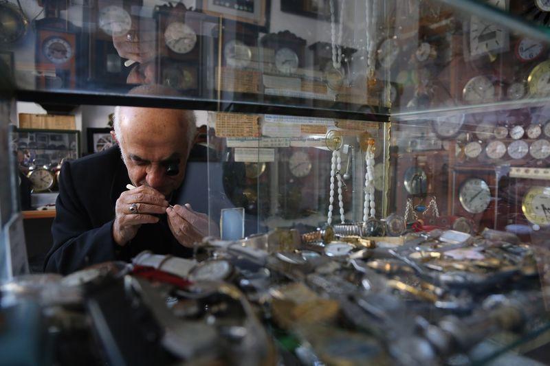 Türkiye'nin en yaşlı ustası Kocaeli'de! Parmakları beyin cerrahı gibi çalışıyor