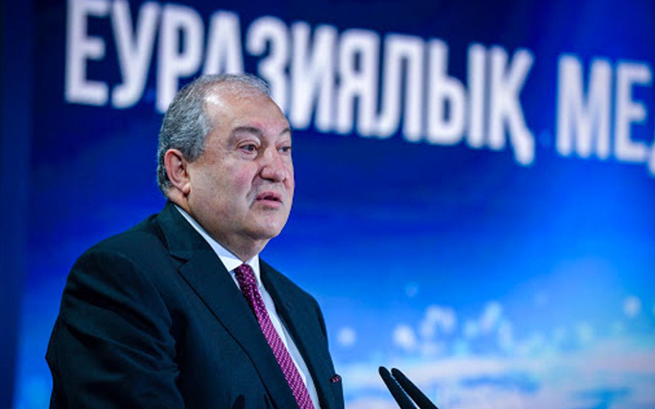 Ermenistan Cumhurbaşkanı Sarkisyan Putin'e dil döktü! Lütfen yardım edin!