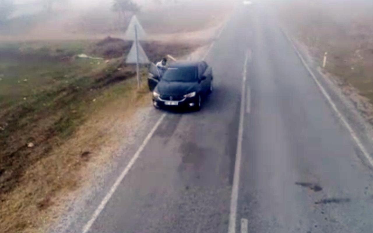 Afyonkarahisar'da ehliyetsiz sürücünün aracı başkasına verdiği an drone ile görüntülendi