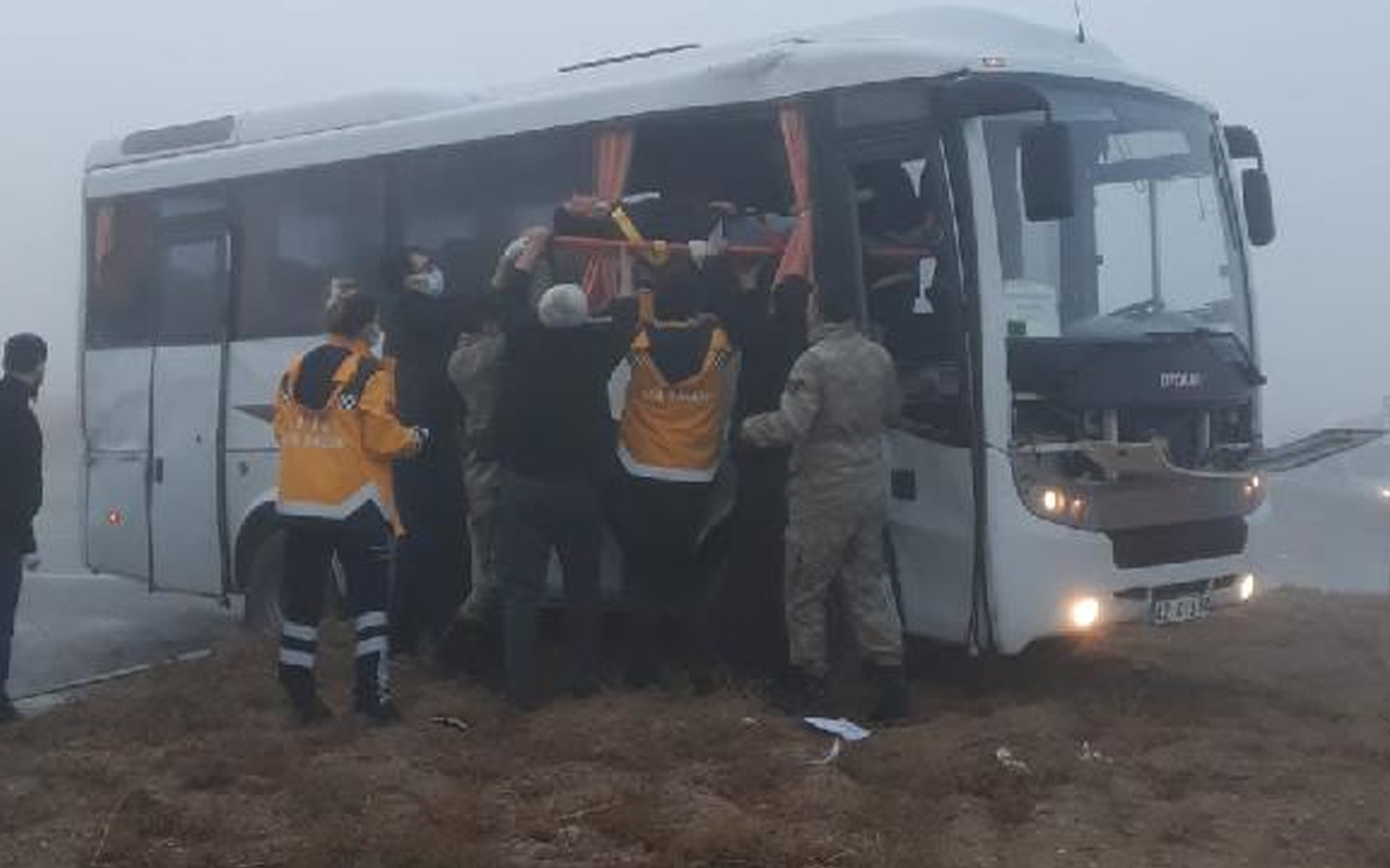 Konya'da askeri servis aracı TIR'la çarpıştı: 10 yaralı