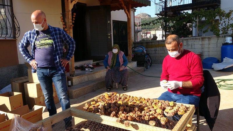 Adana'da eşinin çamaşır kuruttuğu iple başladı şimdi fabrika kuruyor