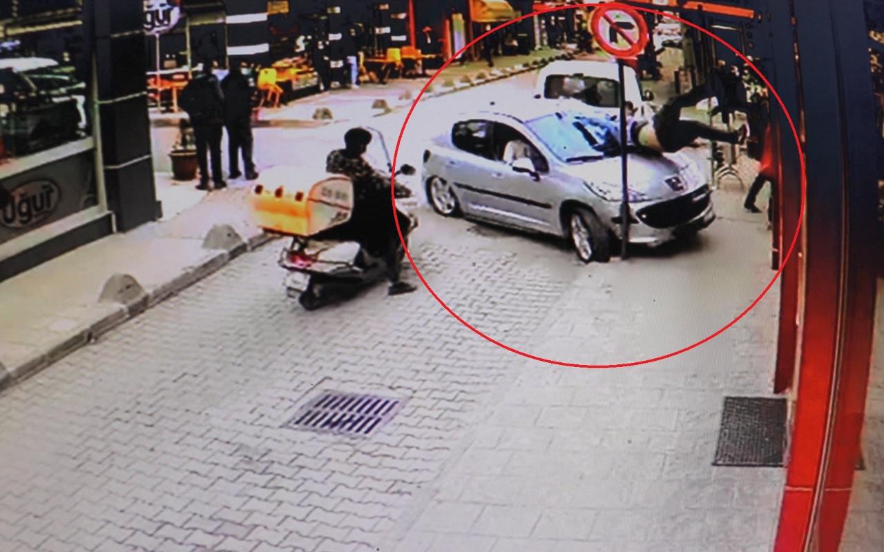 Kocaeli'de dehşet anları! Otomobil çarptığı yaya ile birlikte restorana böyle daldı