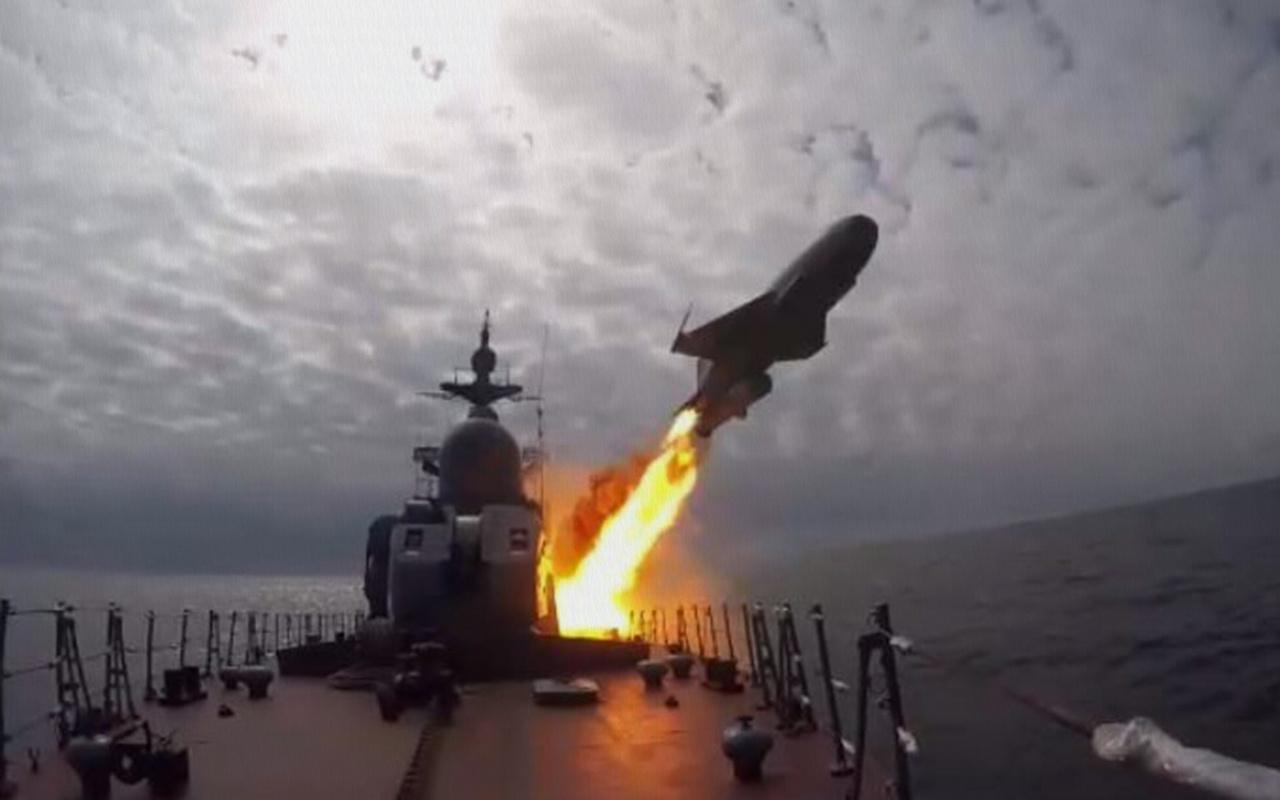 Rusya'dan Baltık ve Beyaz Deniz'de seyir füzeleri ile tatbikat