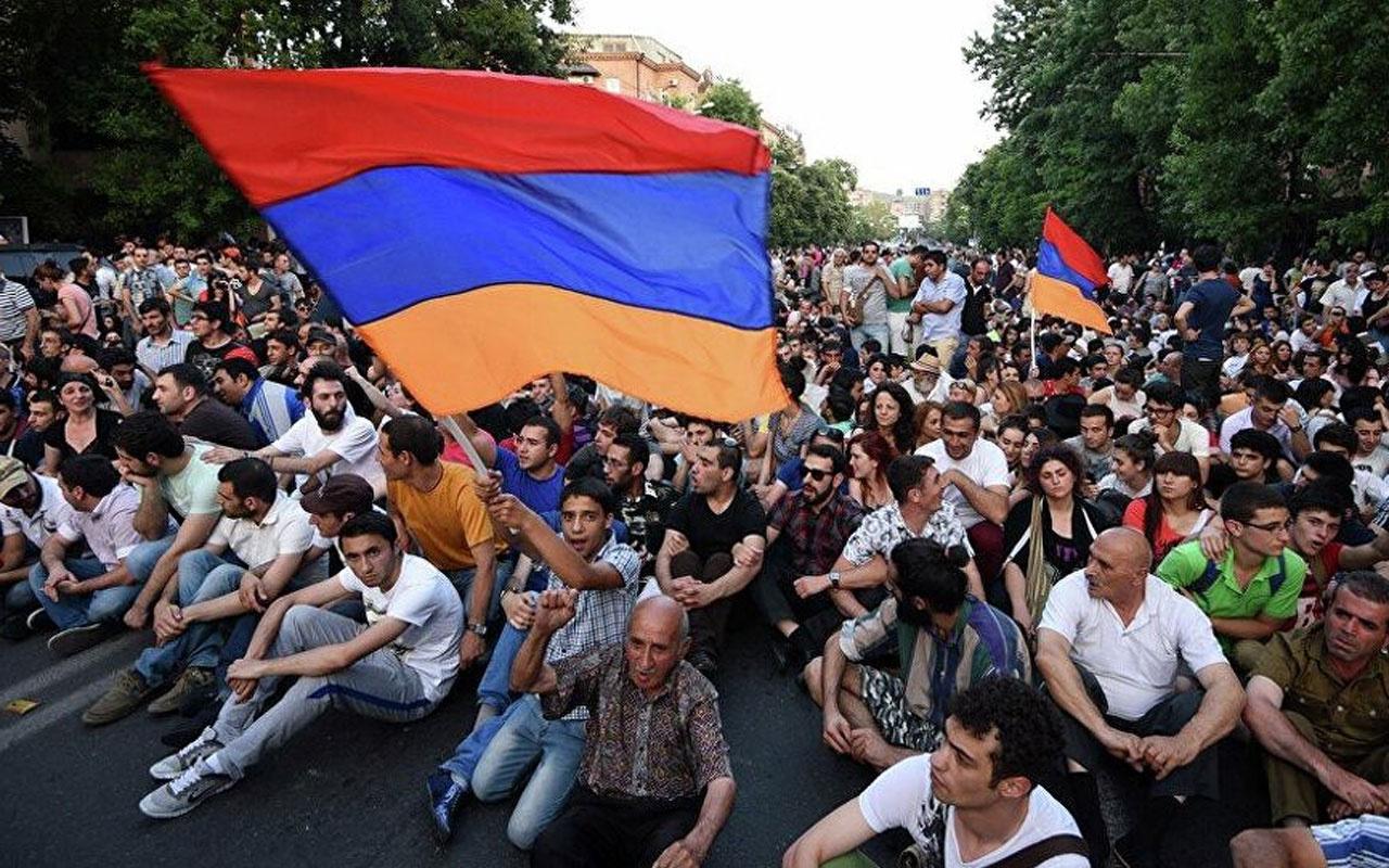 Ermenistan'da sokaklar durulmuyor! 3 günlük yas ilan edildi