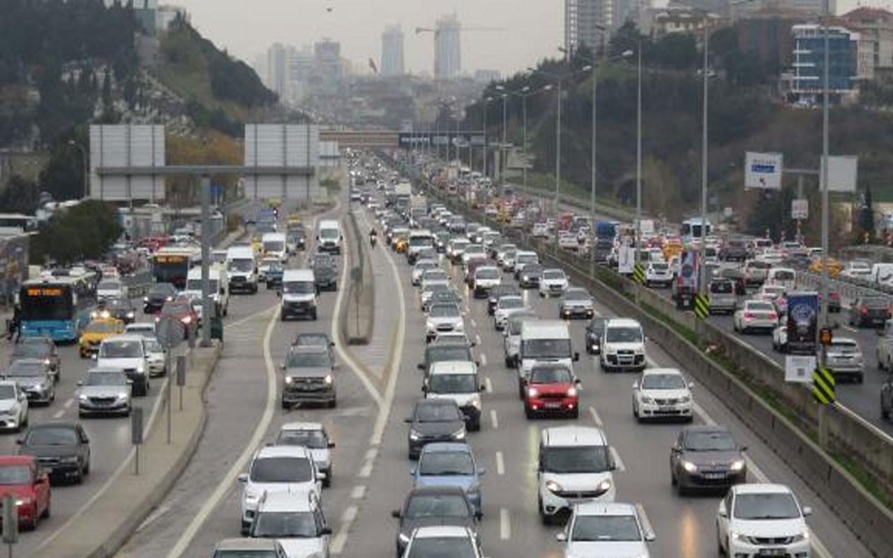 Herkes yollara düştü! İstanbul'da hafta sonu kısıtlaması öncesi yoğun trafik