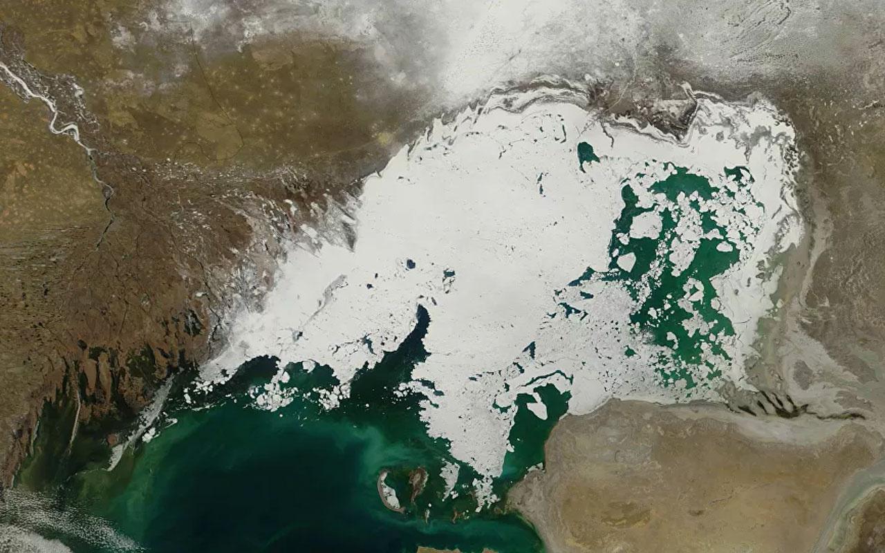 Hazar Denizi'nde sıra dışı kalınlıkta buz oluştu