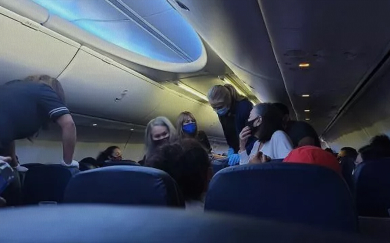 ABD'nin United Airlines uçağında koronavirüslü hasta öldü