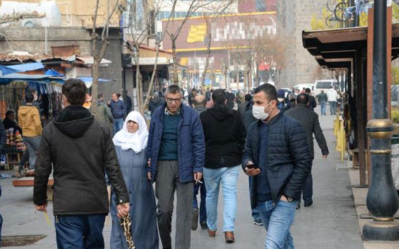 Sosyal mesafe hiçe sayıldı! Diyarbakır sokakları 56 saatlik kısıtlama sonrası doldu