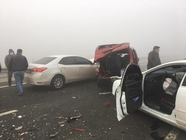 Balıkesir'de sis faciası! 9 araç kazaya karıştı yaralılar var