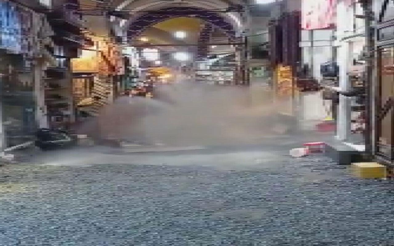 Kapalıçarşı'da su borusu patladı dükkanlardaki ürünler zarar gördü