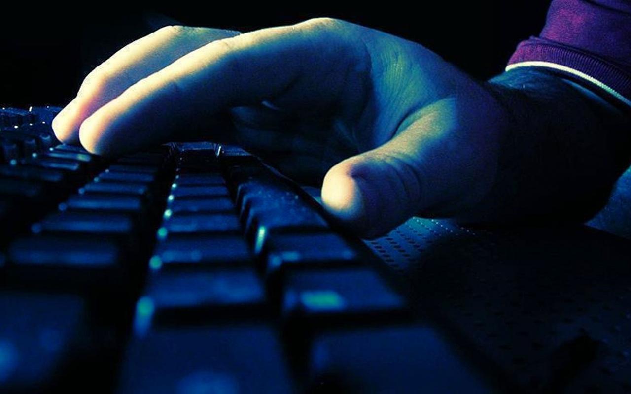 FETÖ'cüler örgütlü saldırılarıyla Facebook ve Twitter'ı manipüle ediyor