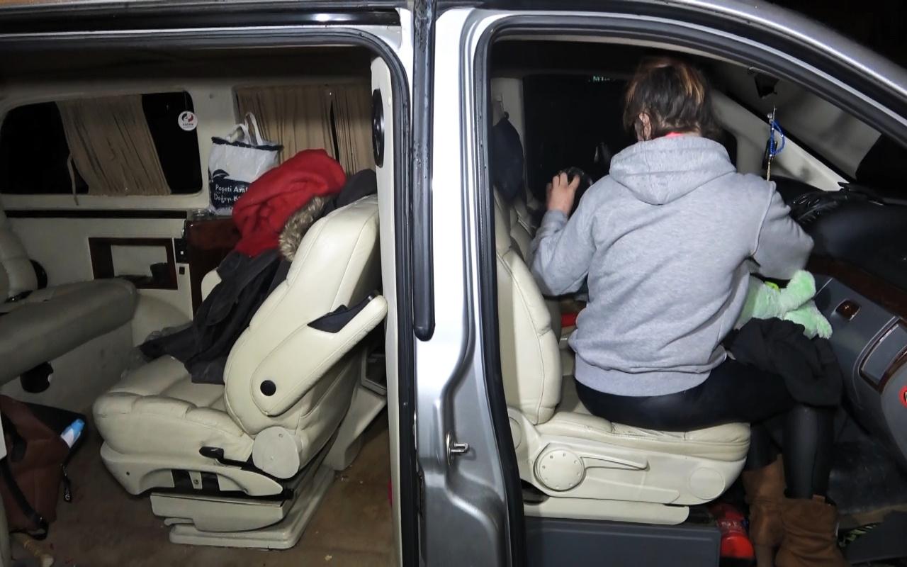 VIP araçla uyuşturucu partisi yapan 3 kişiye gözaltı
