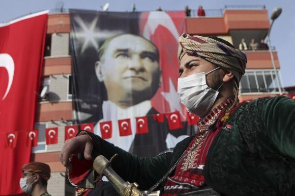 Atatürk'ün Ankara'ya gelişinin 101'inci yılı kutlandı! Vatandaşlar balkonlardan katıldı
