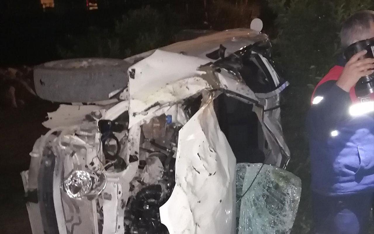 Adana'da otomobil bahçeye devrildi: 2 ölü