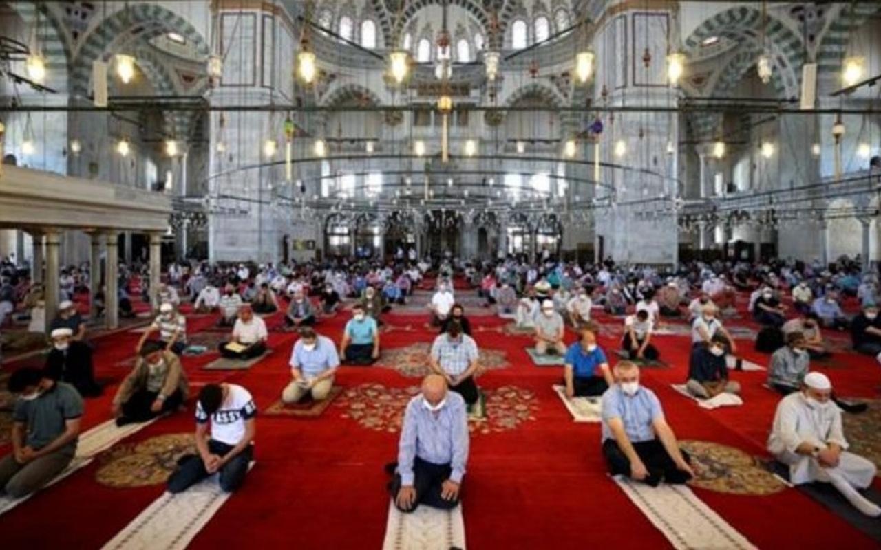 1 Ocak günü Cuma namazı camilerde kılınacak mı? Merak edilen soru cevap buldu