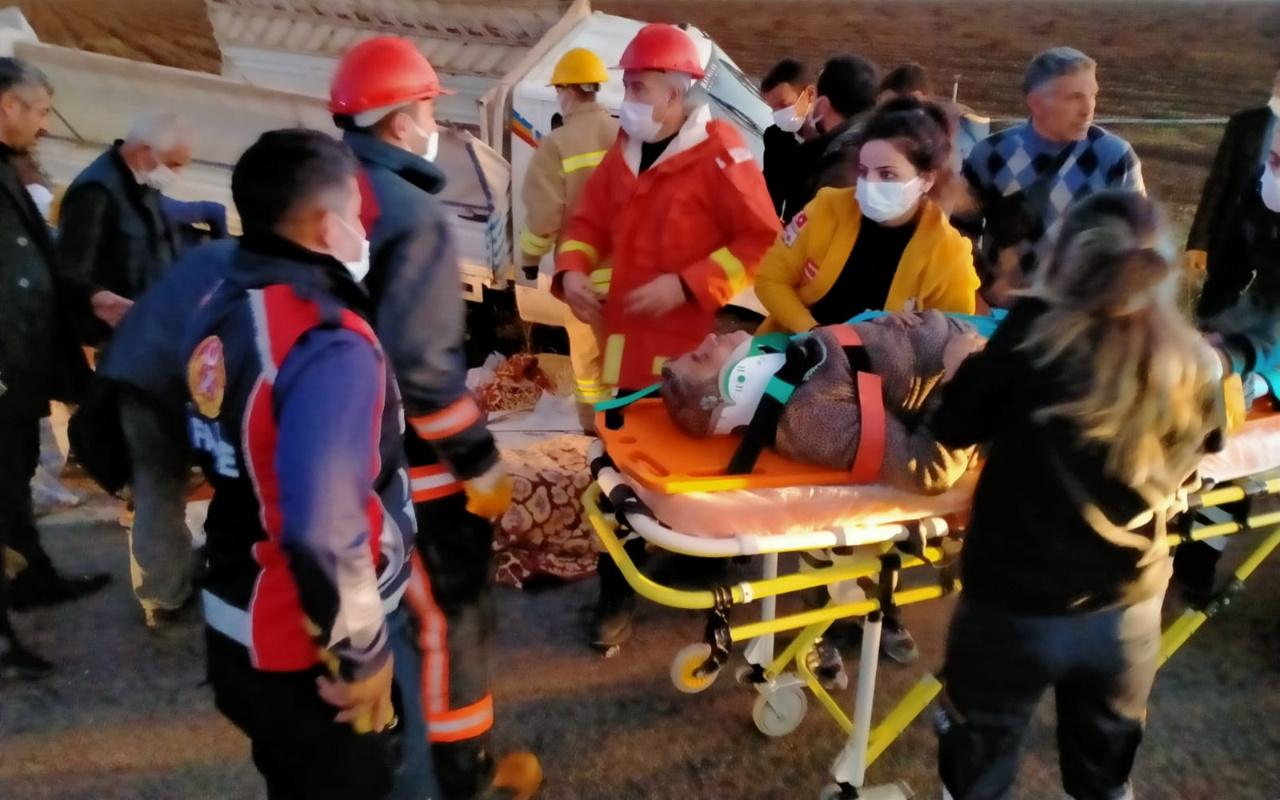 Mardin'de tarım işçilerini taşıyan kamyonet devrildi 22 yaralı