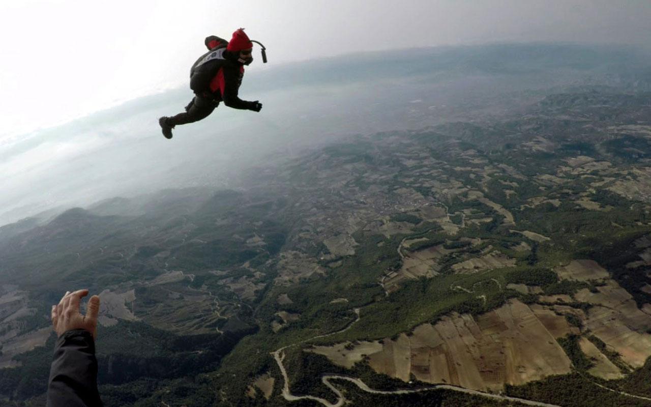Hayko Cepkin Pamukkale'de 3 bin 500 metre yüksekten atladı nefes kesen anlar görüntülendi