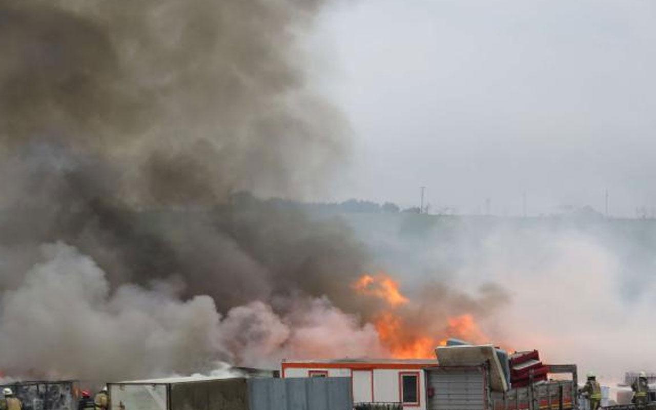 Tuzla'da fabrika bahçesinde yangın! Zaman zaman patlama da oldu