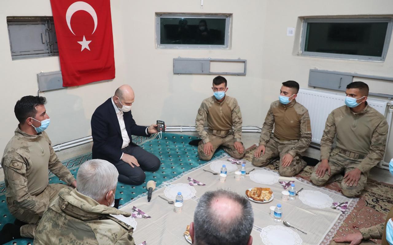 İçişleri Bakanı Süleyman Soylu yeni yıla Belbuka kalekol üs bölgesindeki askerlerle girdi