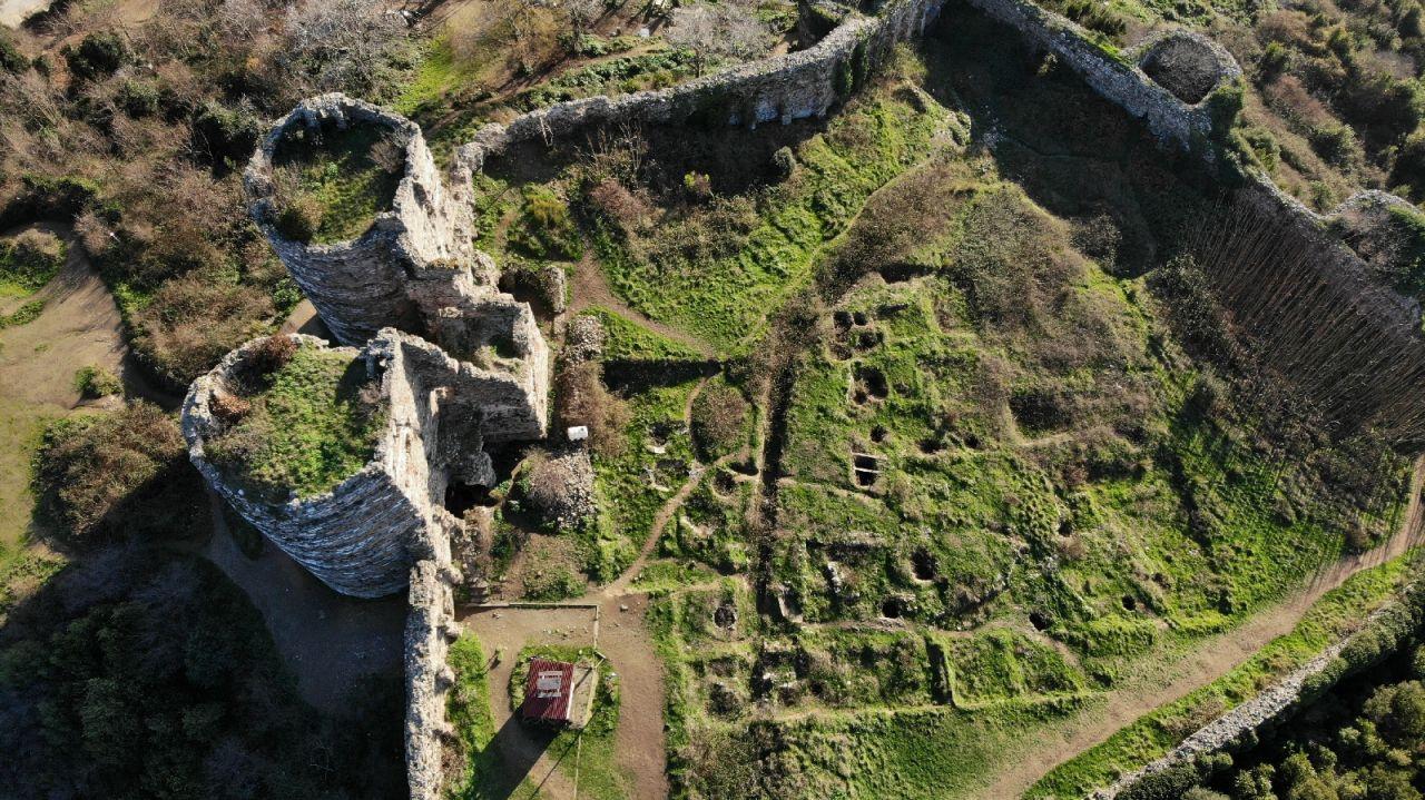 İstanbul Beykoz'da UNESCO listesindeki tarihi Yoros Kalesi harabeye döndü