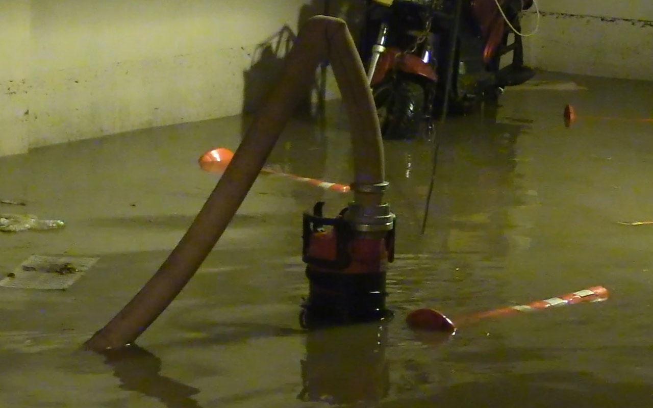 İzmir'de sağanak nedeniyle evleri su bastı! Vatandaş perişan halde