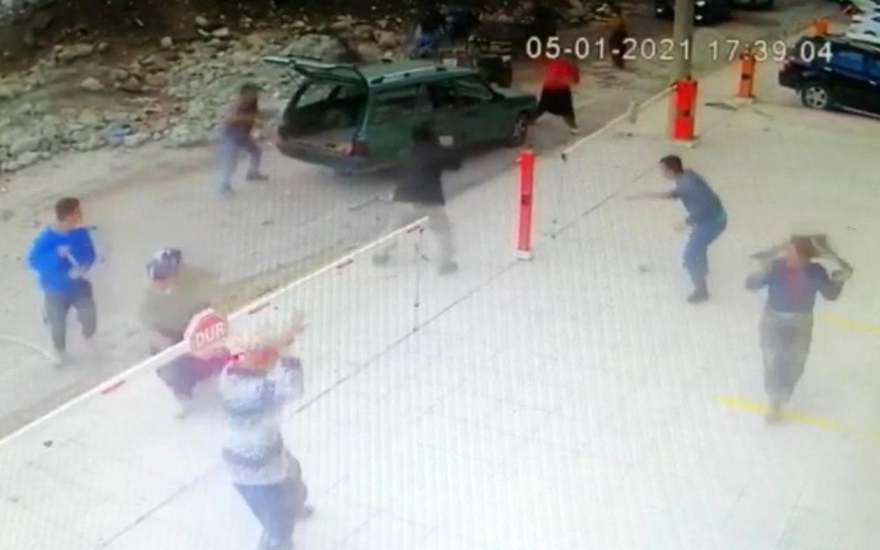 İzmir'de ortalık savaş alanına döndü! Deprem enkazını paylaşamadılar