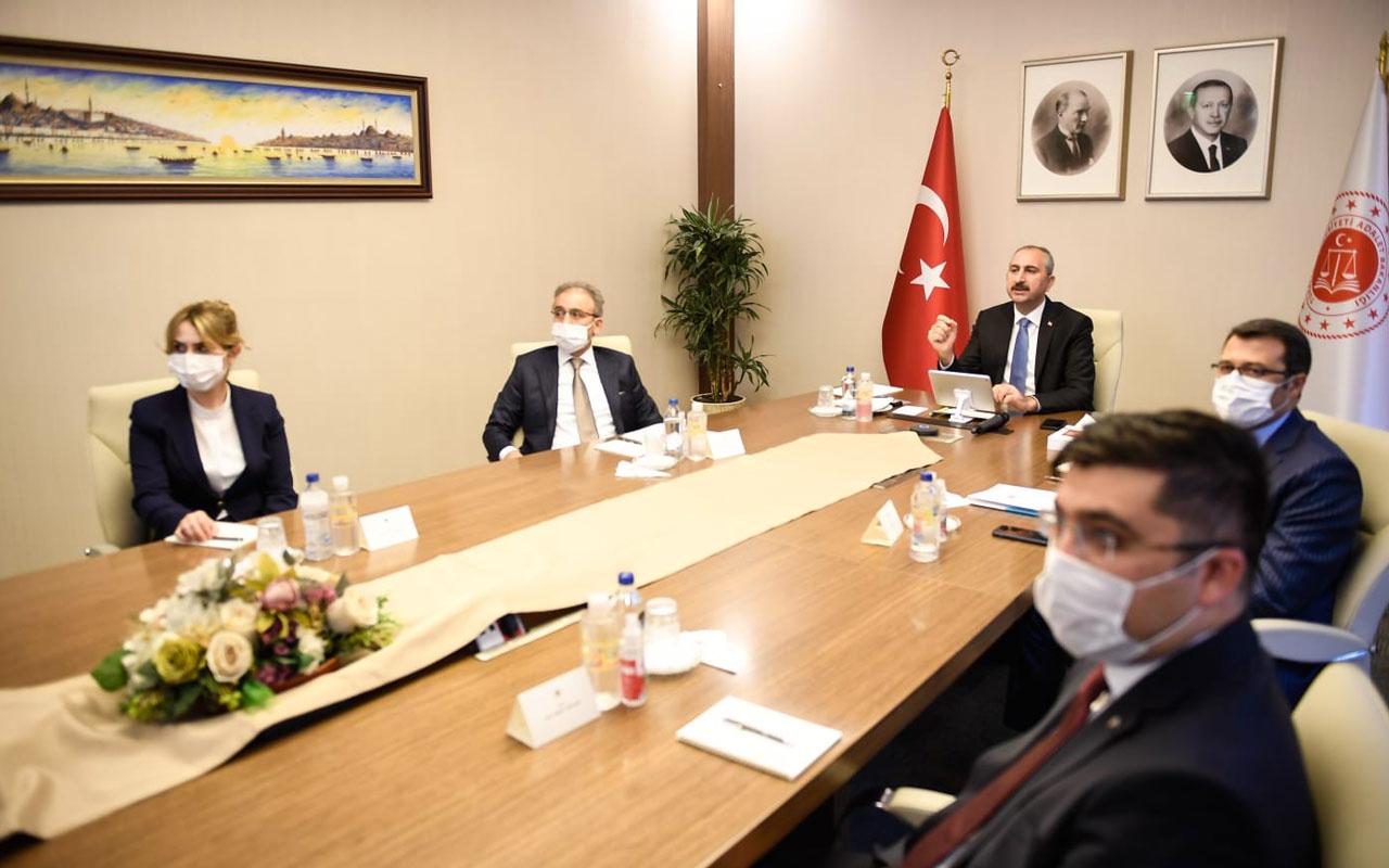 Bakan Abdülhamit Gül yazı işleri ve idari işler müdürleriyle bir araya geldi