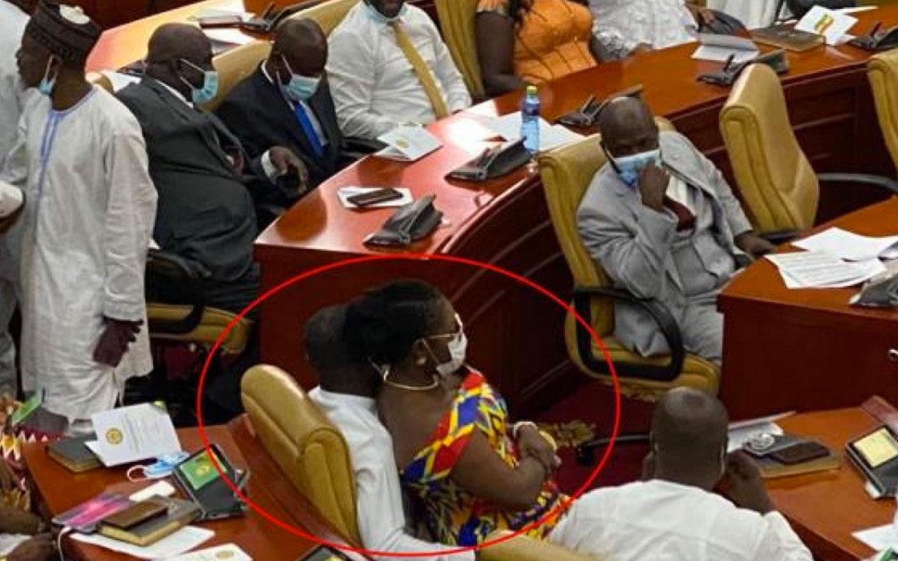 Gana Parlamentosu'nda olay anlar! Kadın vekil erkek vekilin kucağına oturdu