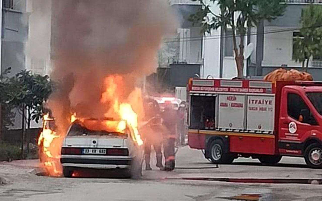 Mersin'de otomobil yangını korkuttu