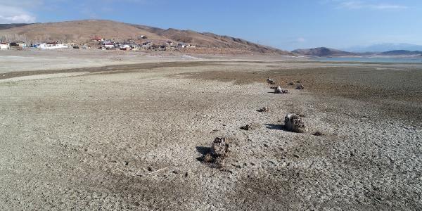 Sivas'ta baraj suları çekilince ortaya çıktı! Şaşkına döndüler: Çok korkutucu