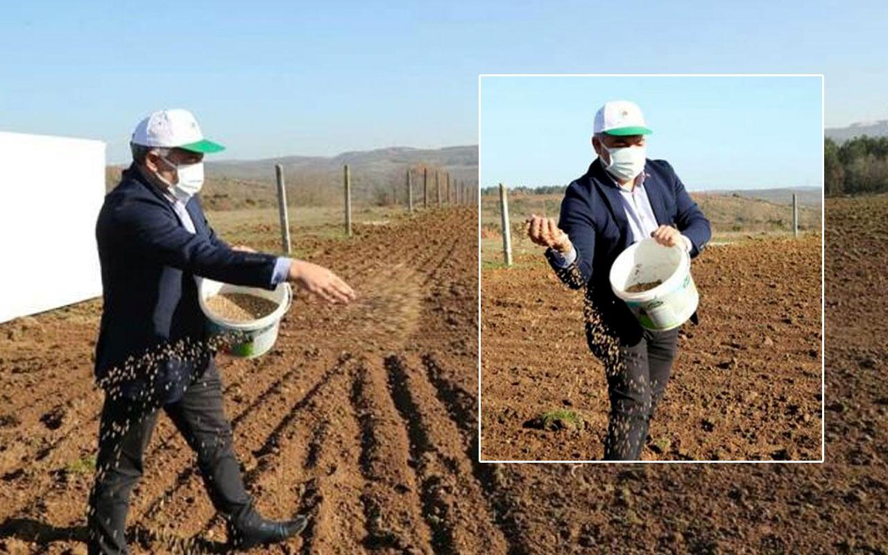 Dilovası Belediye Başkanı Hamza Şayir bu kez tarlada tohum serpti