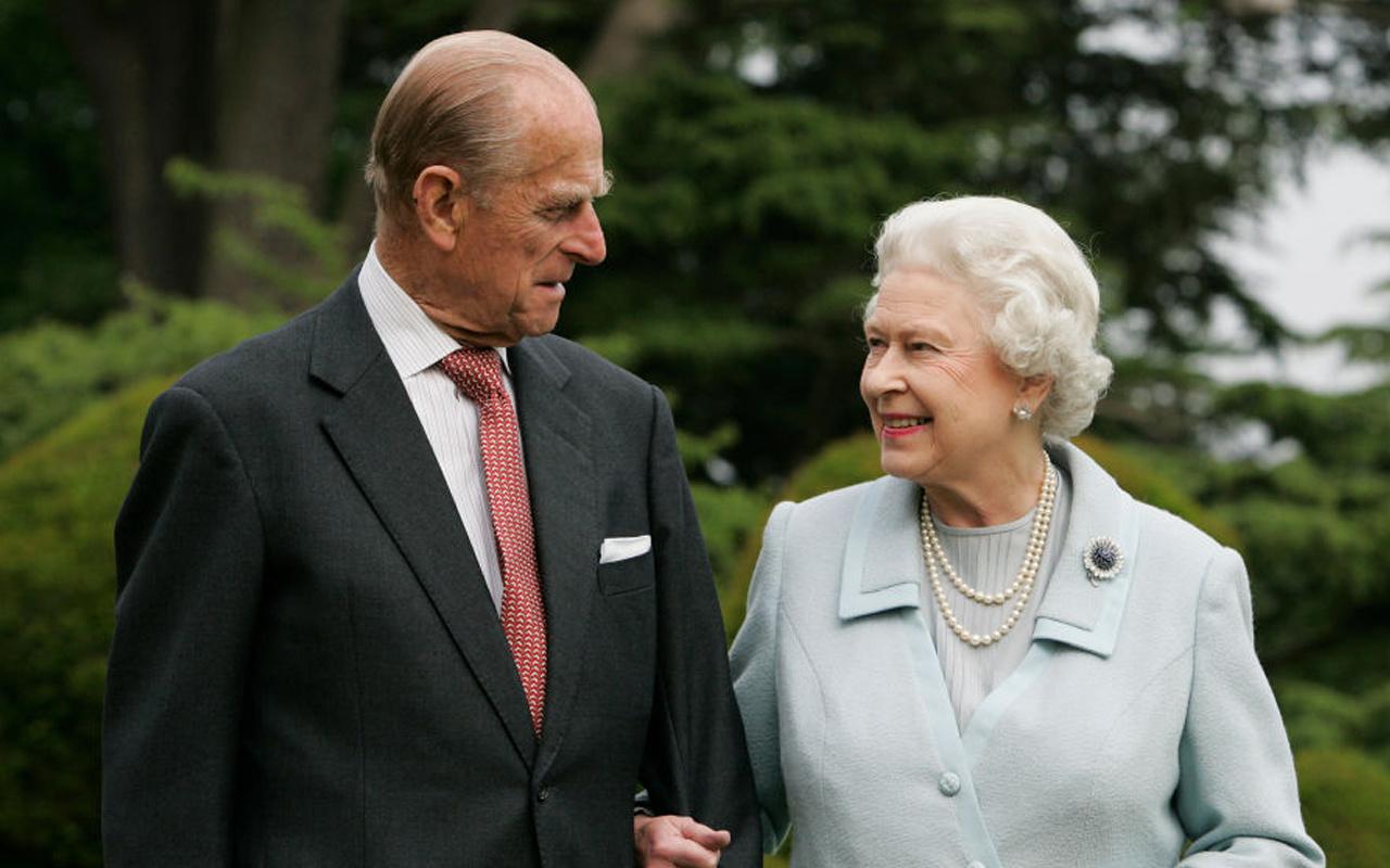 İngiltere'de Kraliçe Elizabeth ve eşi Philip koronavirüs aşısı oldu