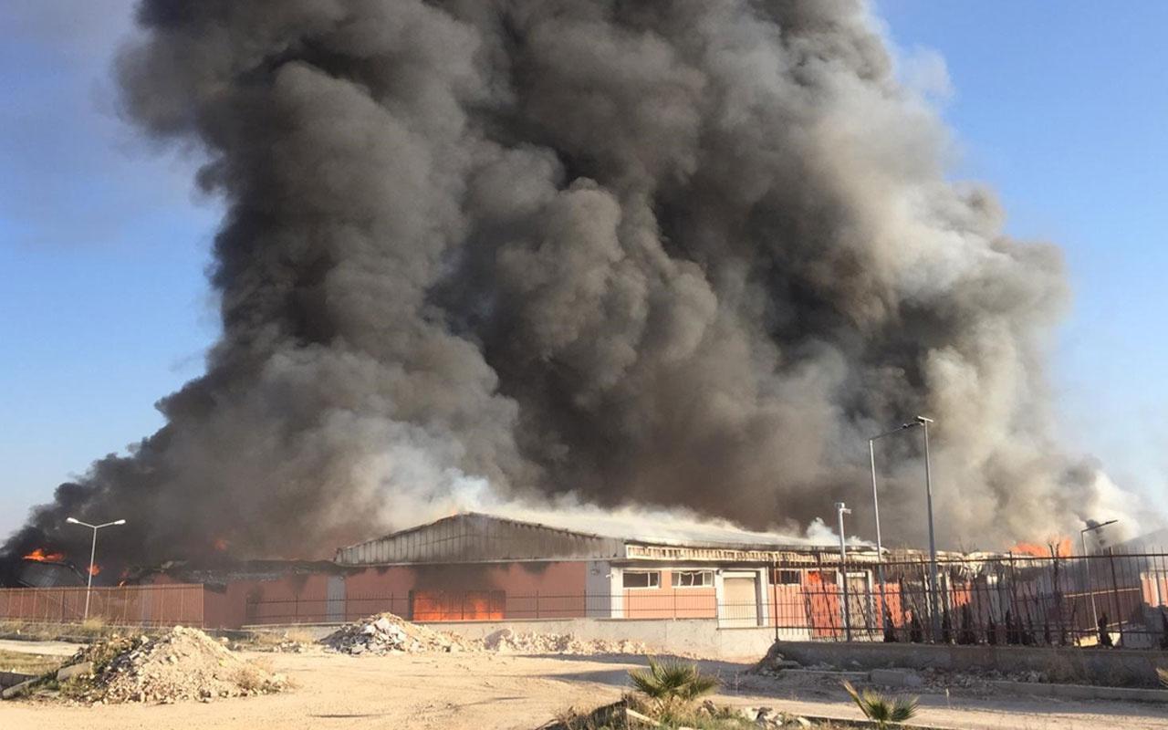 Şanlıurfa'da lojistik deposunda yangın! Zaman zaman patlama da oluyor