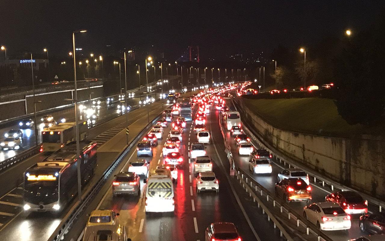 56 saatlik kısıtlama sonrası İstanbul'un hali! Yoğun trafik yaşanıyor