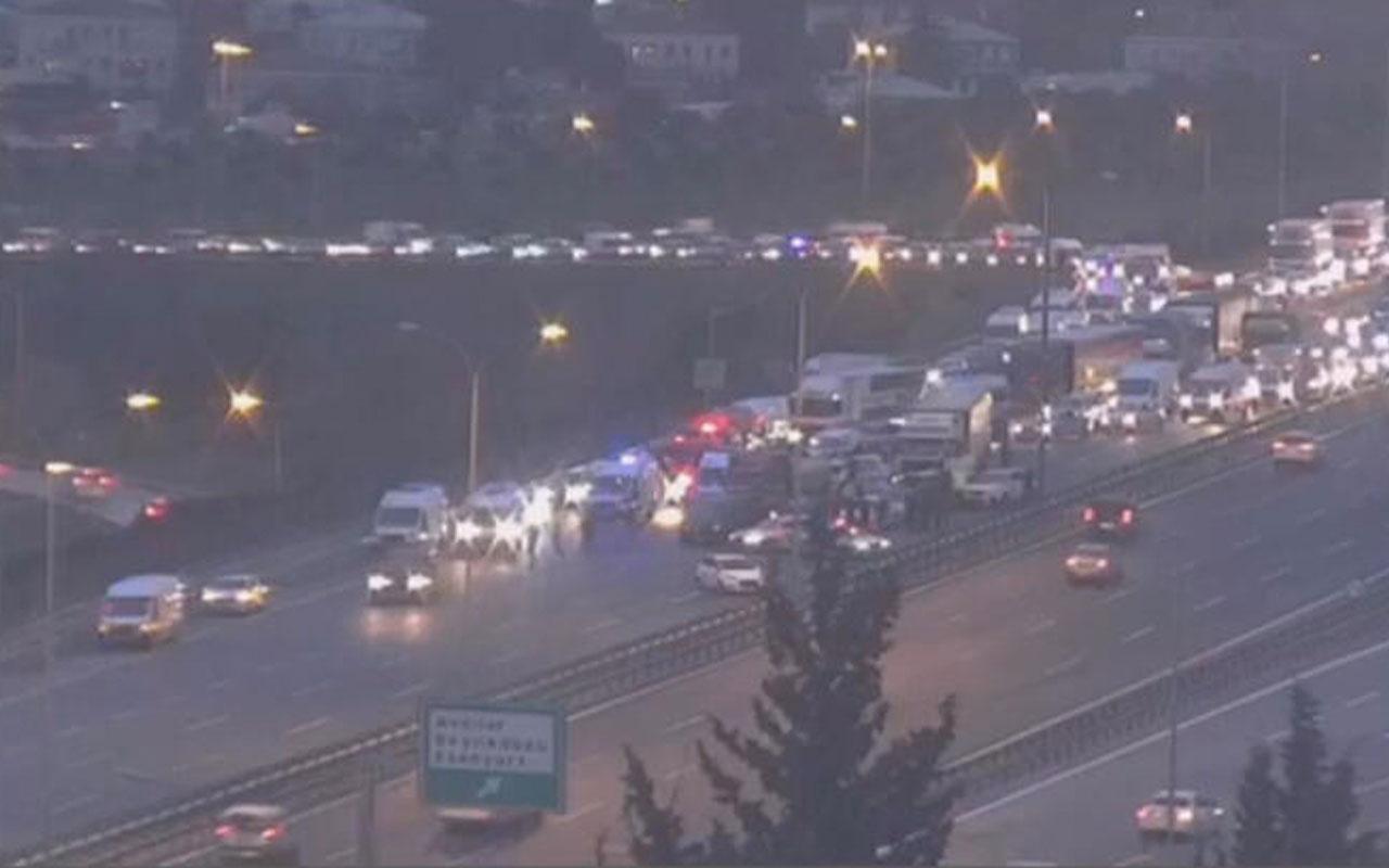 Esenyurt TEM Otoyolu'nda feci kaza 12 araç birbirine girdi trafik kilit