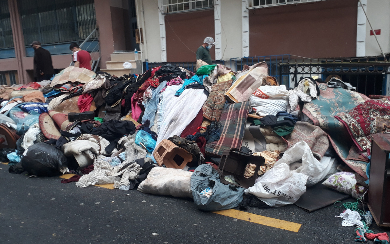 İstanbul'da kötü koku ekipleri harekete geçirdi! Evden çıkanlar görenleri şaşırttı