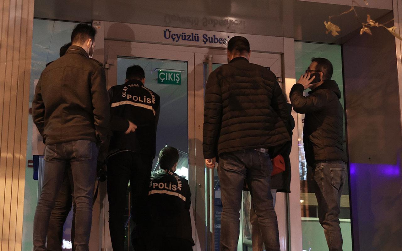 Esenler'de yaşandı! ATM'nin kartını yutmasına sinirlenen kişi bankanın camını kırdı