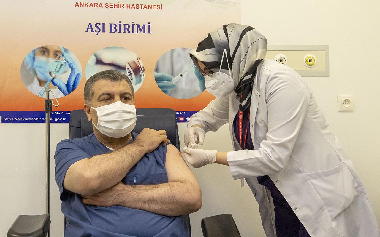 İlk CoronaVac aşısı Sağlık Bakanı Fahrettin Koca'ya yapıldı