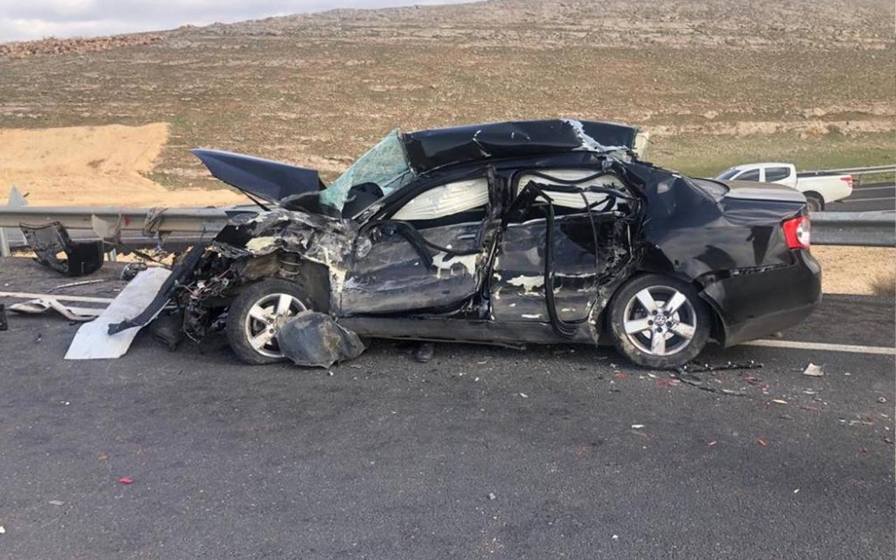 Şanlıurfa'da feci kaza! Beton mikserine çarptı hurdaya döndü: Ölüler var