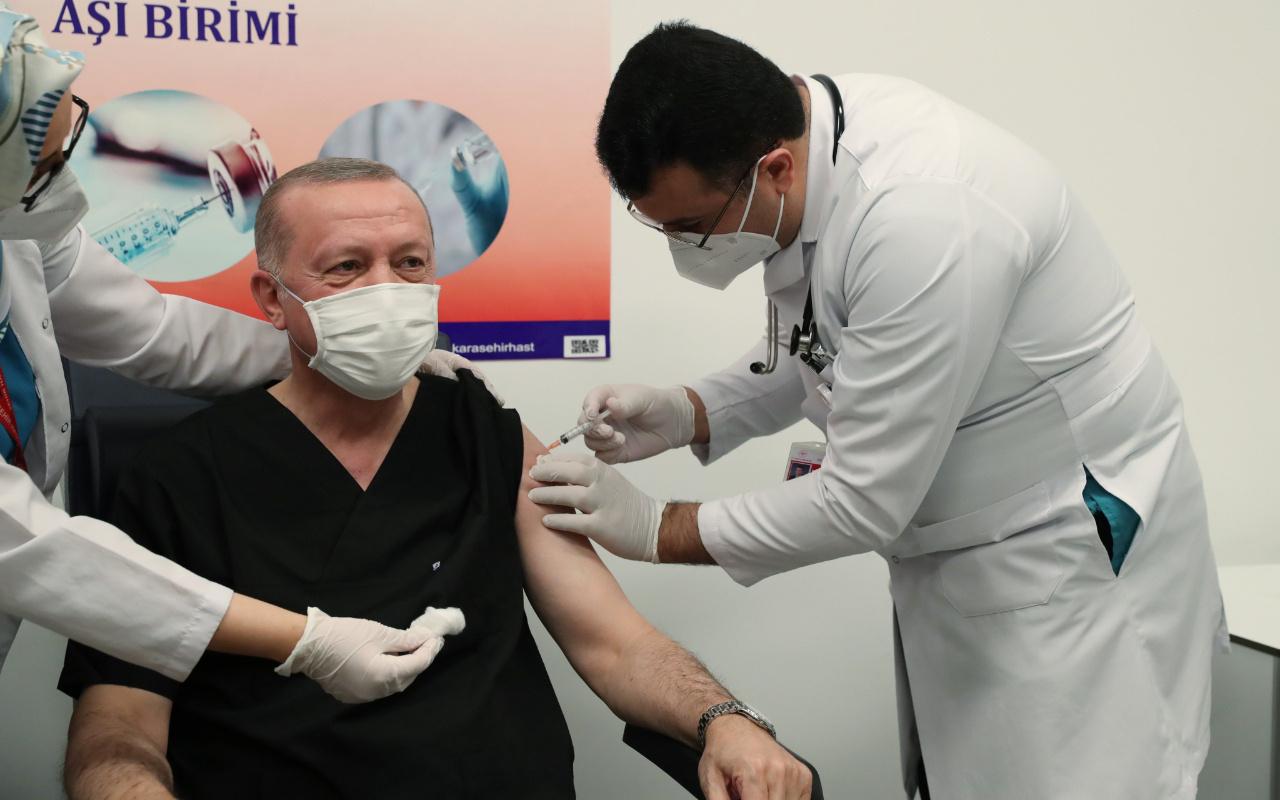 Cumhurbaşkanı Erdoğan koronavirüs aşısını yaptırdı